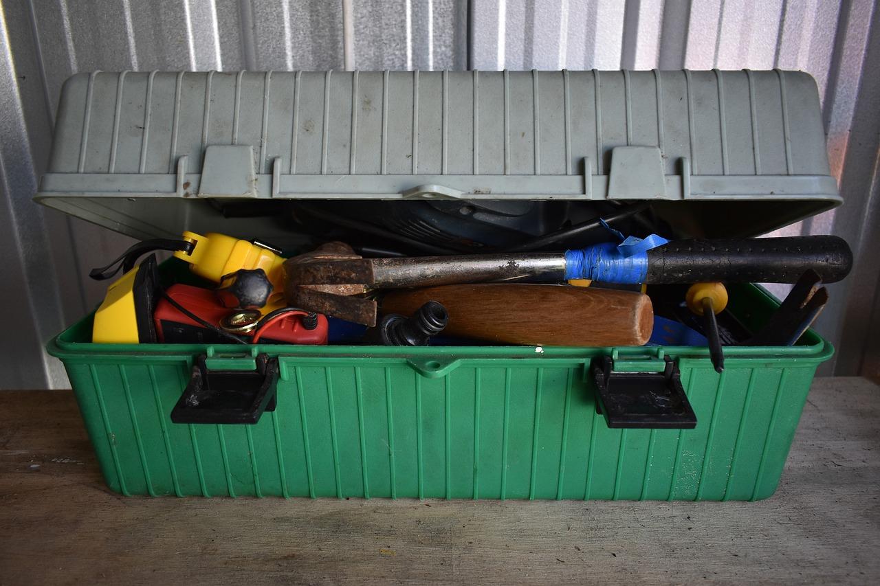 tool-box-workshop-screwdrive