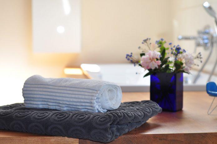 home essentials bathroom-towels-flowers-bathtub